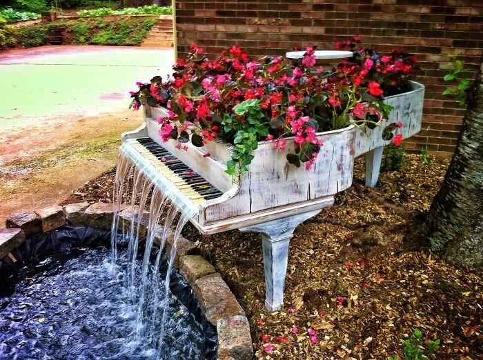 pianos reciclados para jardín