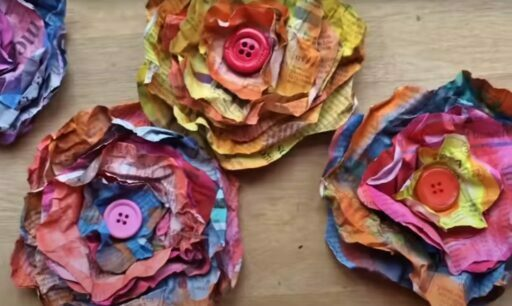 Flores con papel de periodico reciclado